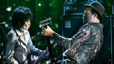 PHOTO: Joan Jett, left, and Krist Novoselic of Nirvana, right, perform onstage at the 29th Annual Rock and Roll Hall of Fame Induction Ceremony at the Barclays Center in Brooklyn, N.Y. on April 10, 2014.