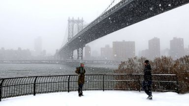 PHOTO: A view of the Manhattan Bridge as heavy snow storm slams New York, Jan. 21, 2014. Winter storm Hercules has brought heavy snowfall and freezing temperatures to especially southeastern United States.