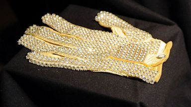 PHOTO: Michael Jacksons white jeweled glove