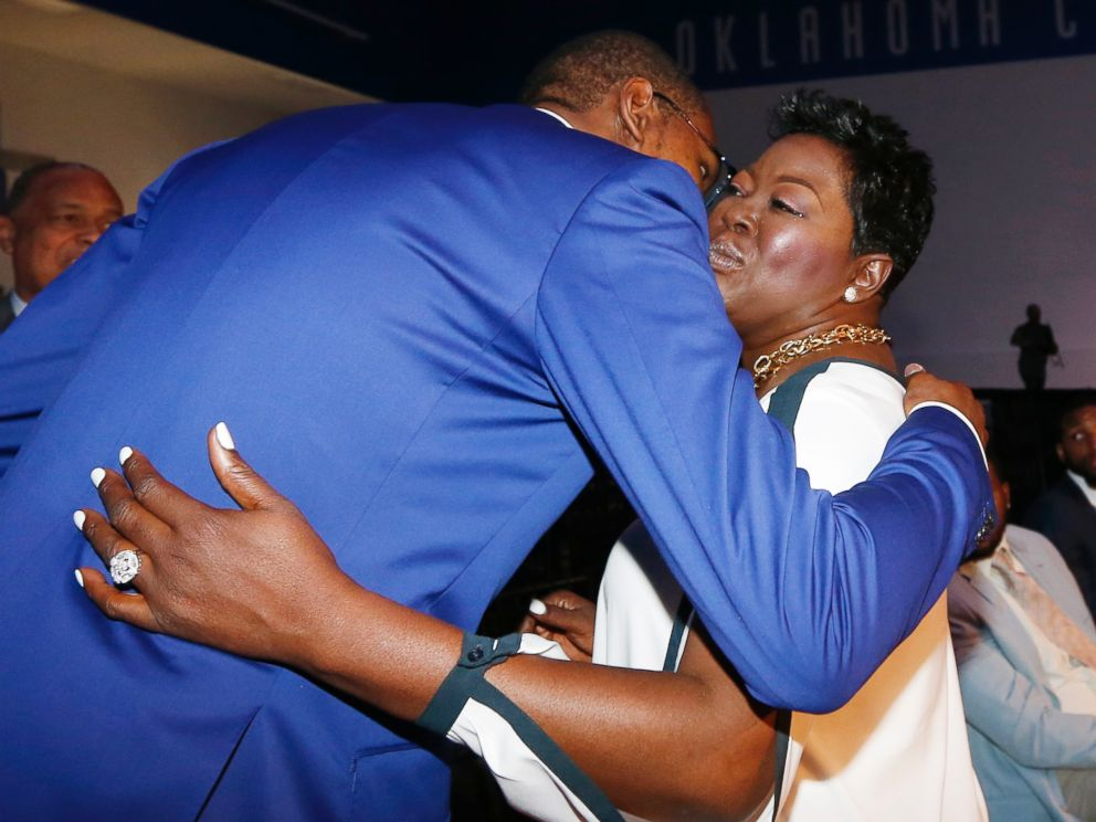 PHOTO: Oklahoma City Thunders Kevin Durant, left, embraces his mother, Wanda Pratt, right, following the news conference to announce that Durant is the winner of the 2013-14 Kia NBA Basketball Most Value Player Award in Oklahoma City, May 6, 2014.