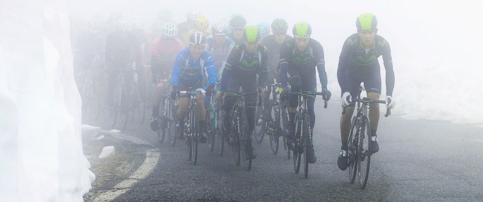 PHOTO: Movistar team cyclists lead the pack as they climb among fog and snow during the 16th stage of the Giro dItalia cycling race from Ponte di Legno to Val Martello, Italy, May 27, 2014.