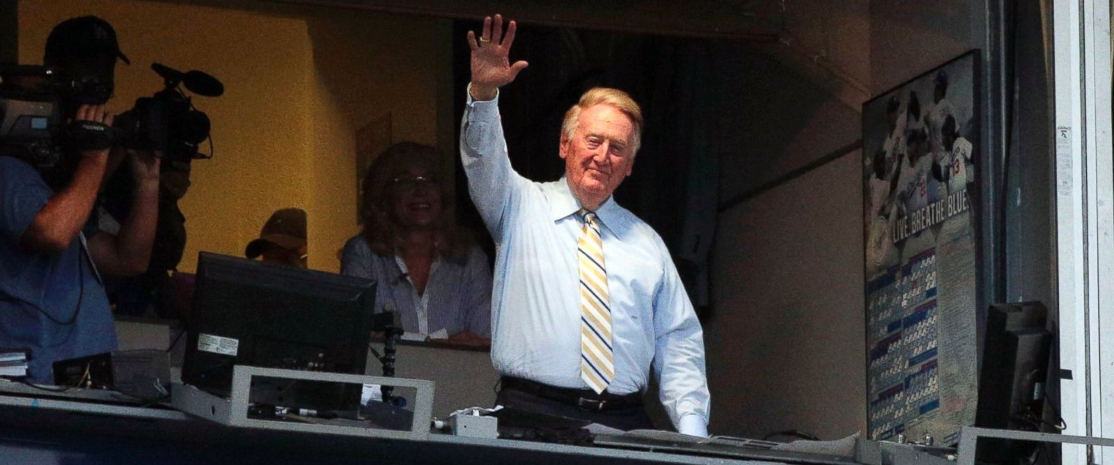 PHOTO: Broadcaster Vin Scully acknowledges the crowd at Dodger Stadium during a baseball game between the Los Angeles Dodgers and the Atlanta Braves, July 29, 2014, in Los Angeles.