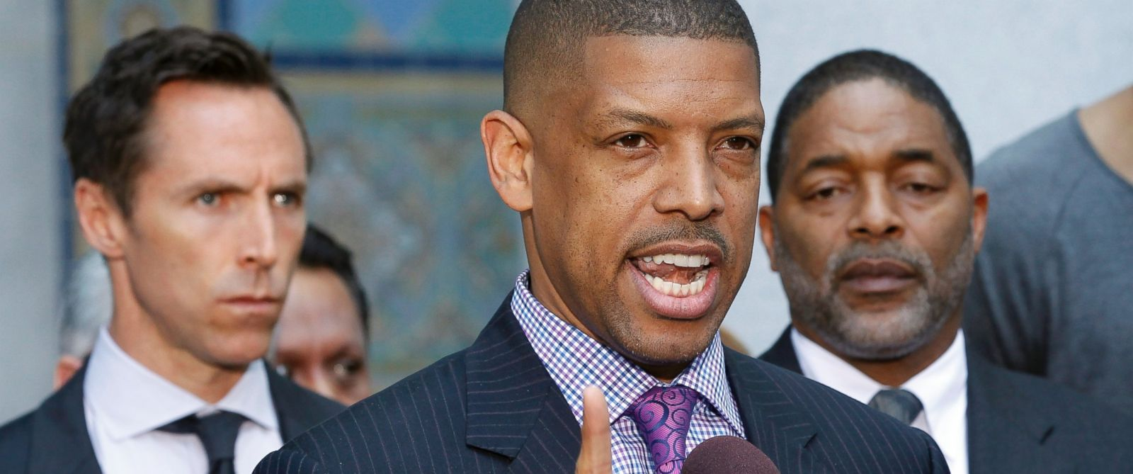 PHOTO: Sacramento, Calif., Mayor Kevin Johnson, former NBA basketball player and now an NBA Players Association advisor, speaks during a news conference outside City Hall in Los Angeles, April 29, 2014.