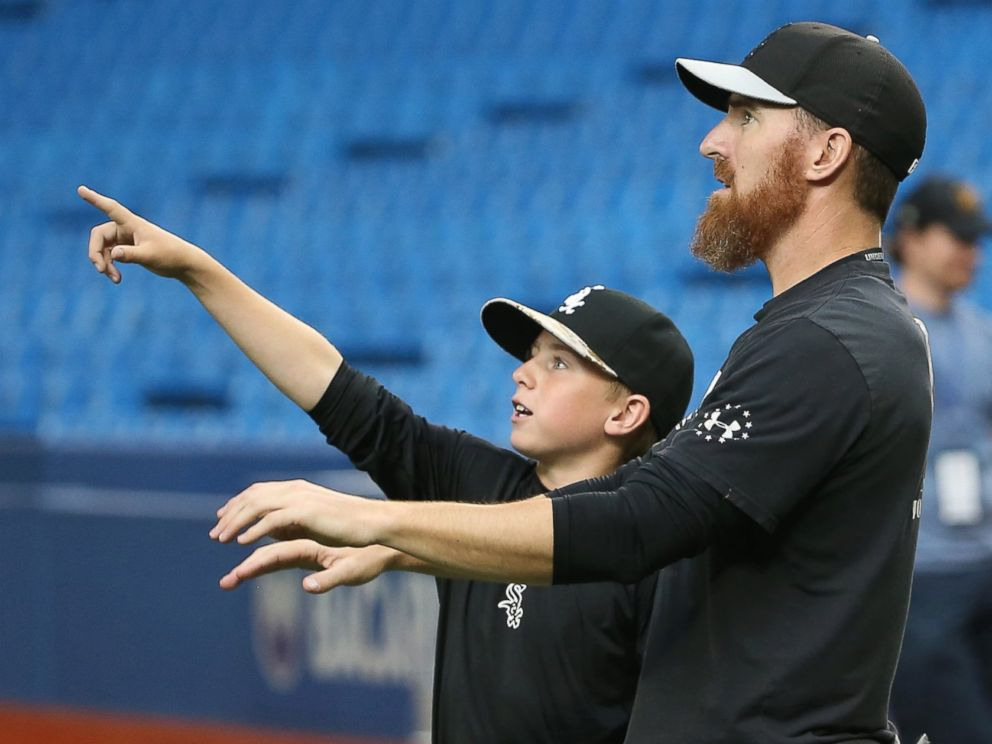 PHOTO: Drake LaRoche, the son of Adam LaRoche of the Chicago White Sox, points to the roof as it opens during batting practice before the start of MLB game action against the Toronto Blue Jays on May 25, 2015 at Rogers Centre in Toronto, Ontario, Canada.