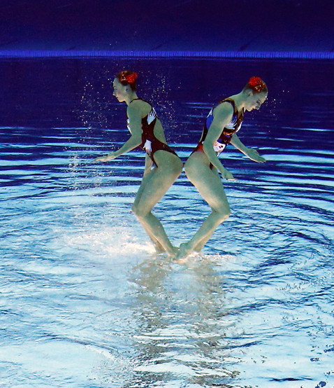ap 1 synchronized swimmers flipped nt 120810 blog Photoshop Magic: Synchronized Swimmers Stand on Water