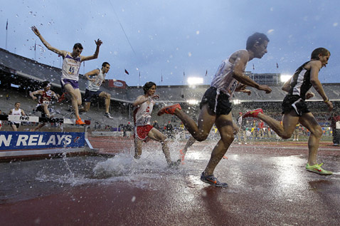 ap philadelphia penn relays ll 120427 wblog Today in Pictures: Tulips Bloom, Bahrain Protest, Penn Relays