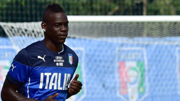 "PHOTO: Italys forward Mario Balotelli (L) runs during a training session at ""Portobello Resort"" on June 16, 2014 in Mangaratiba during the 2014 FIFA football World Cup."