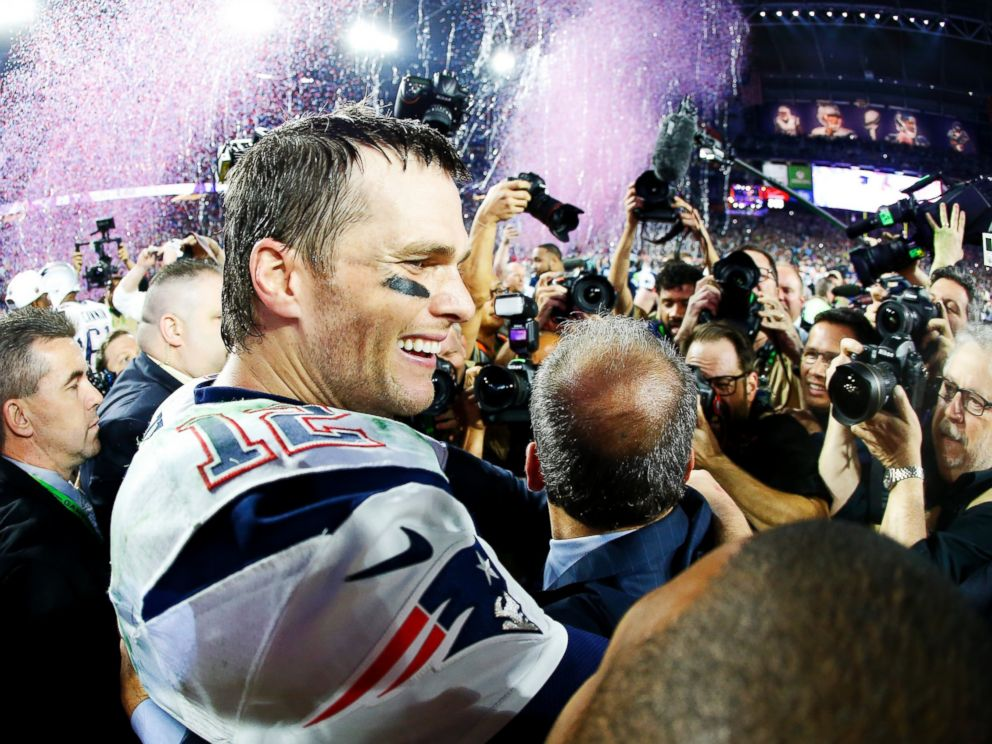 PHOTO: Tom Brady #12 of the New England Patriots is surrounded by the media after defeating the Seattle Seahawks 28-24 during Super Bowl XLIX at University of Phoenix Stadium on Feb. 1, 2015 in Glendale, Ariz.