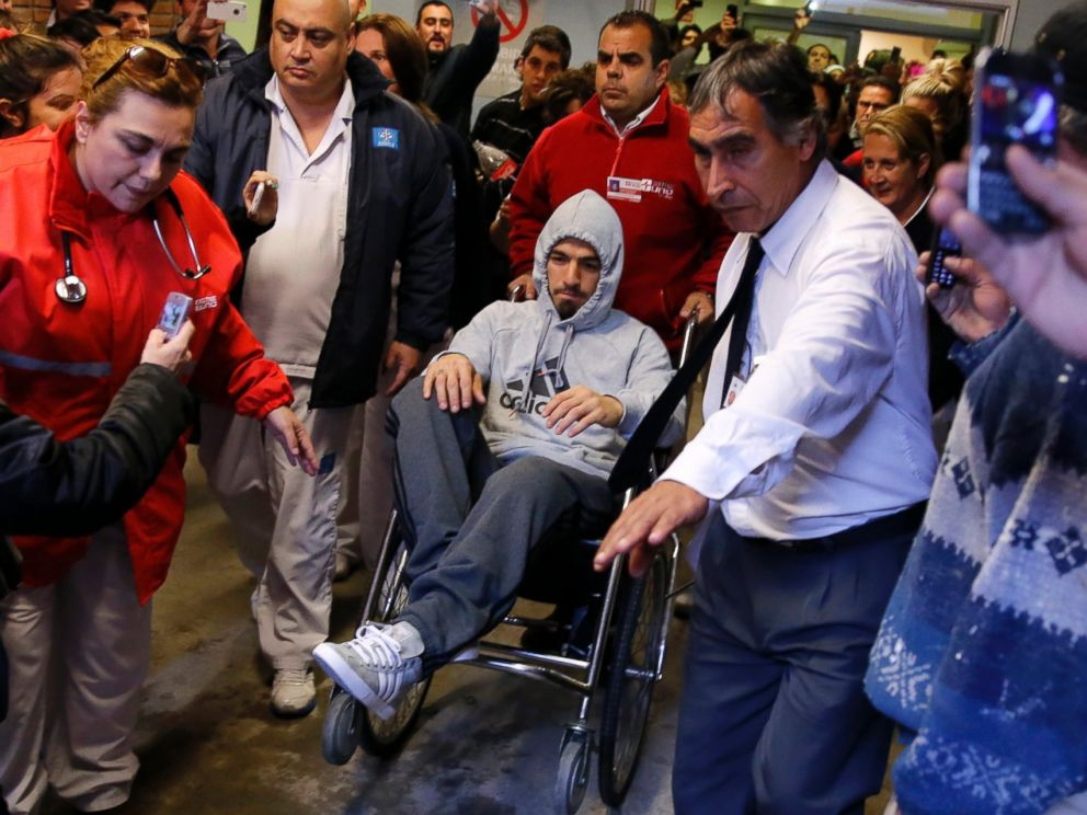 PHOTO: Uruguayan soccer player Luis Suarez leaves a hospital in a wheelchair after surgery due to a knee injury in Montevideo, Uruguay on May 22, 2014.