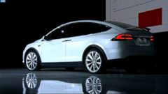 VIDEO: CEO Elon Musk officially handed over the first sporty electric vehicle.