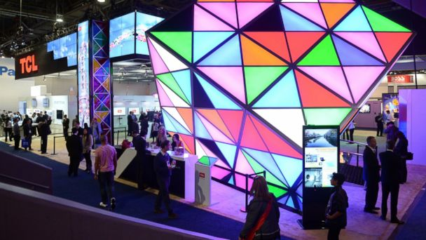 PHOTO: Visitors at the consumer electronics show CES 2014 in Las Vegas, Jan. 7, 2014.