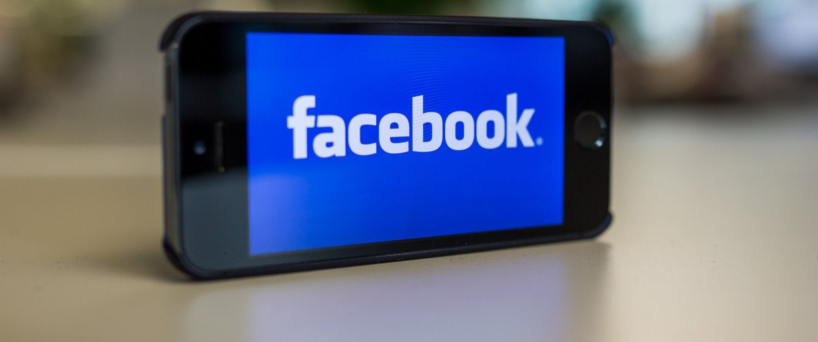 PHOTO: Facebooks logo is pictured on Oct. 31, 2014.