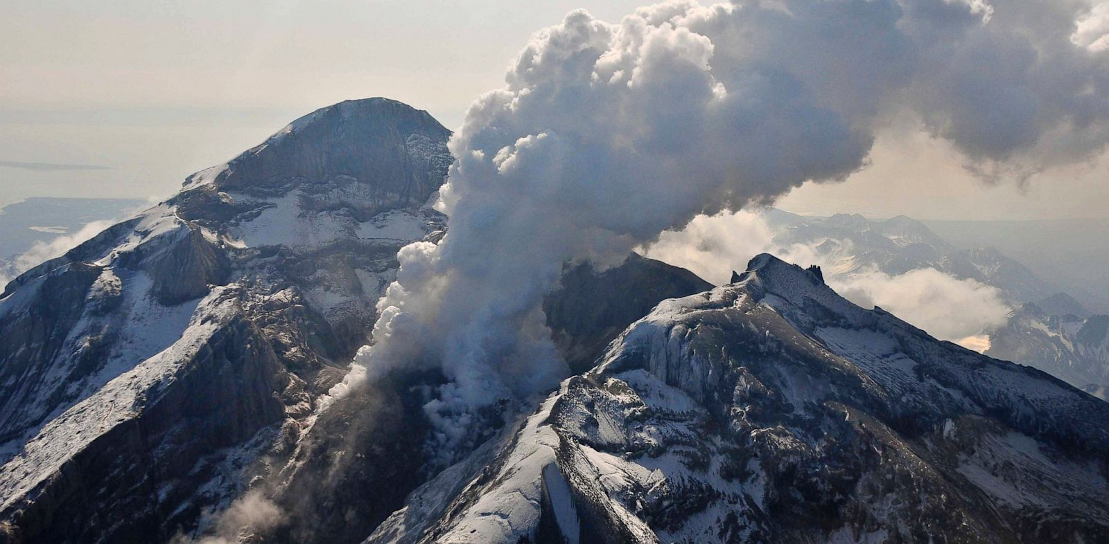 PHOTO: Redoubt Volcano Screams Before Eruption