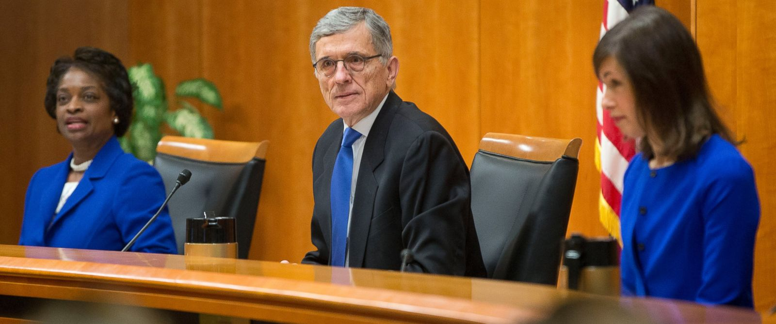 PHOTO: Federal Communication Commission (FCC) Chairman Tom Wheeler, center, with FCC Commissioners Mignon Clyburn, left, and Jessica Rosenworcel, before the start of their open hearing in Washington, Feb. 26, 2015.