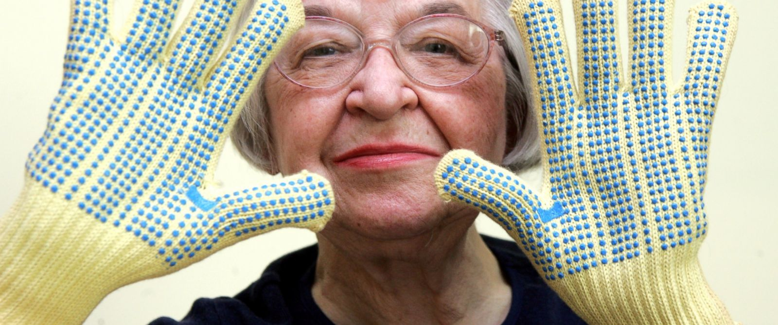 PHOTO: Stephanie Kwolek, 83, shown in this June 20, 2007 file photo taken in Brandywine Hundred, Del., wears regular house gloves made with the Kevlar she invented.
