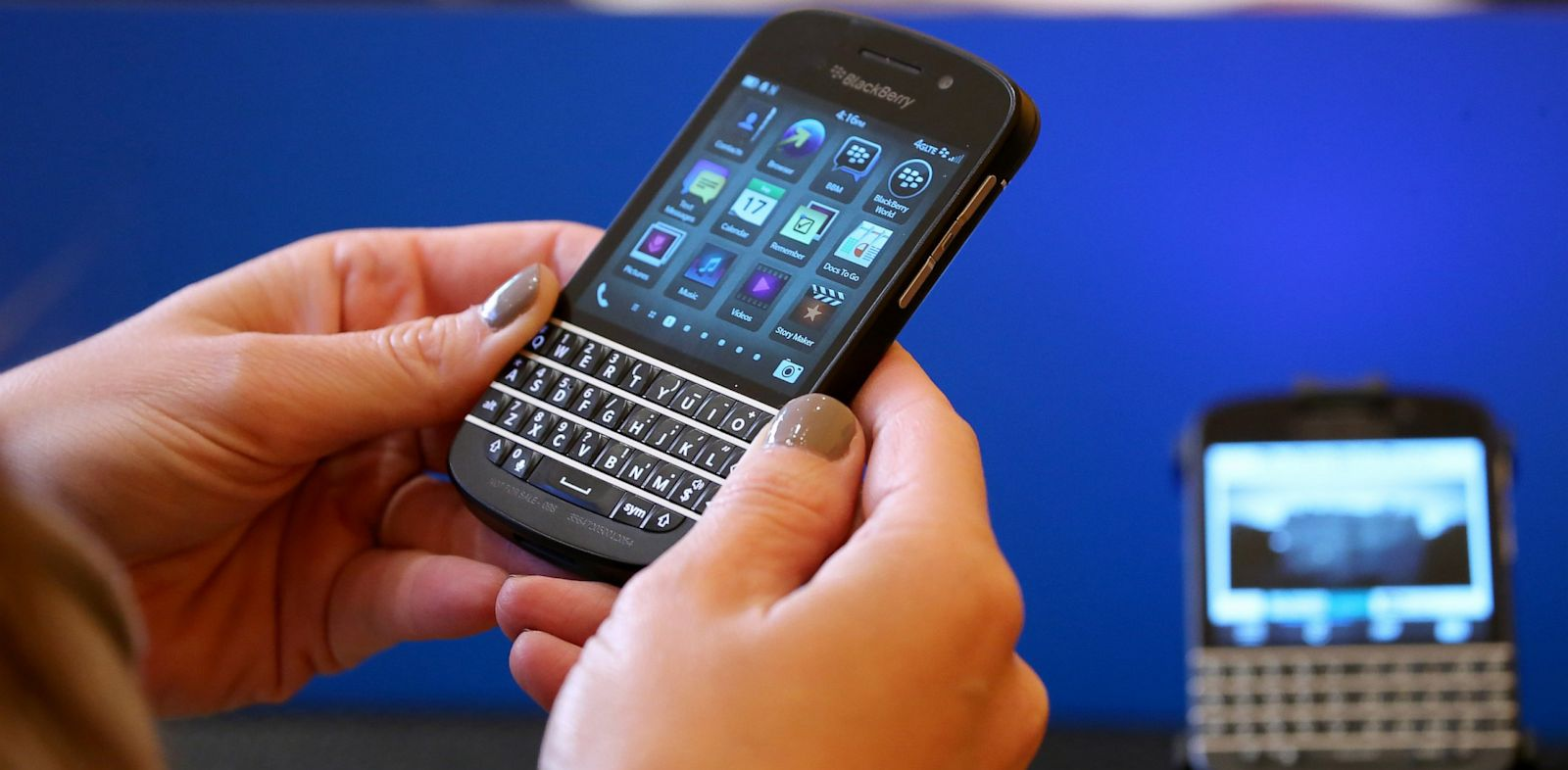 PHOTO: Blackberry Messaging