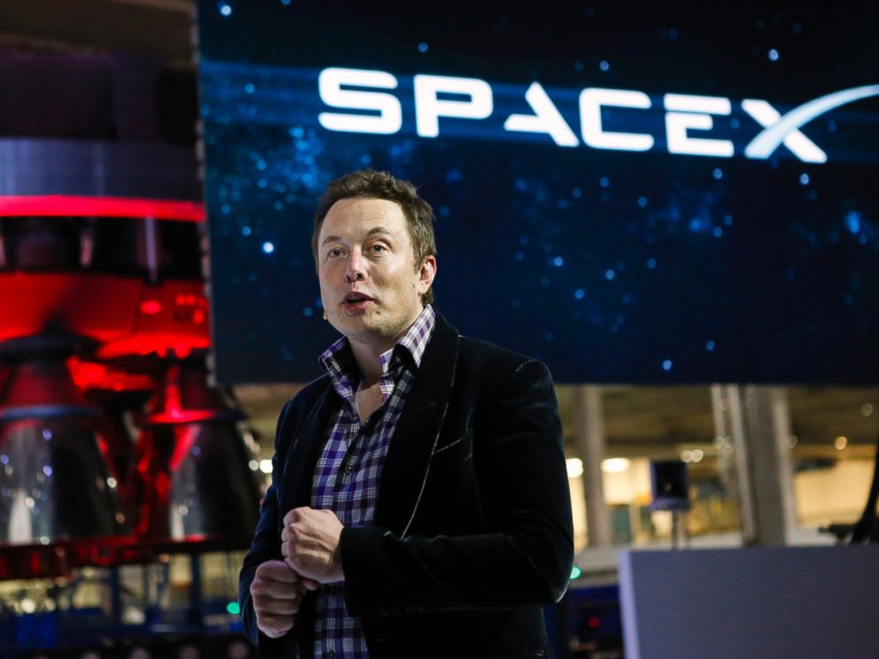 PHOTO: Elon Musk, chief executive officer of Space Exploration Technologies Corp. (SpaceX), speaks at the unveiling of the Manned Dragon V2 Space Taxi in Hawthorne, Calif., May 29, 2014.