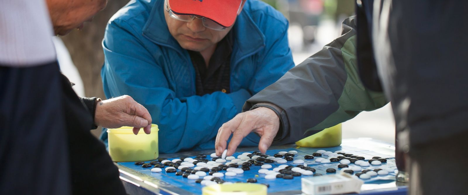 PHOTO: People play the game of Go in Ditan Park, April 4, 2014 in Beijing.