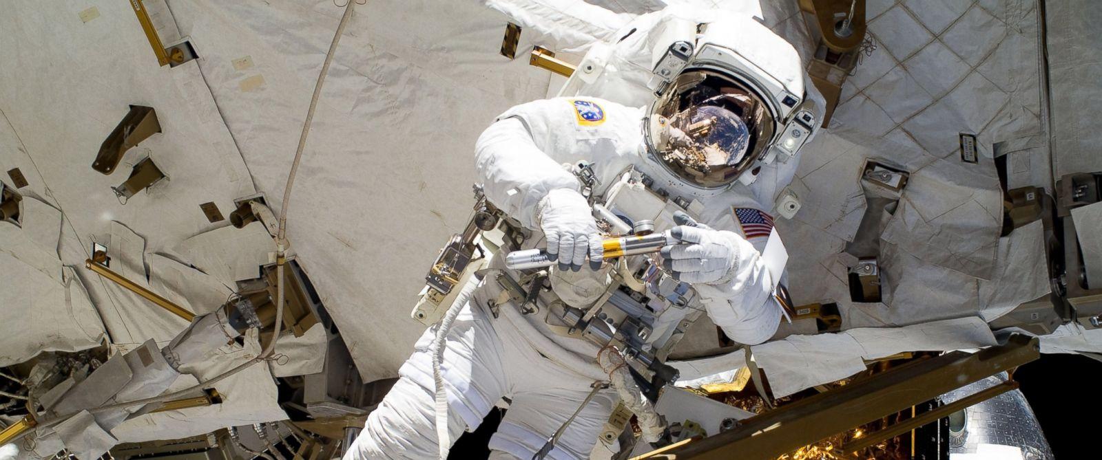PHOTO: NASA astronaut Alvin Drew participates in an EVA on the International Space Station on Feb. 28, 2011.