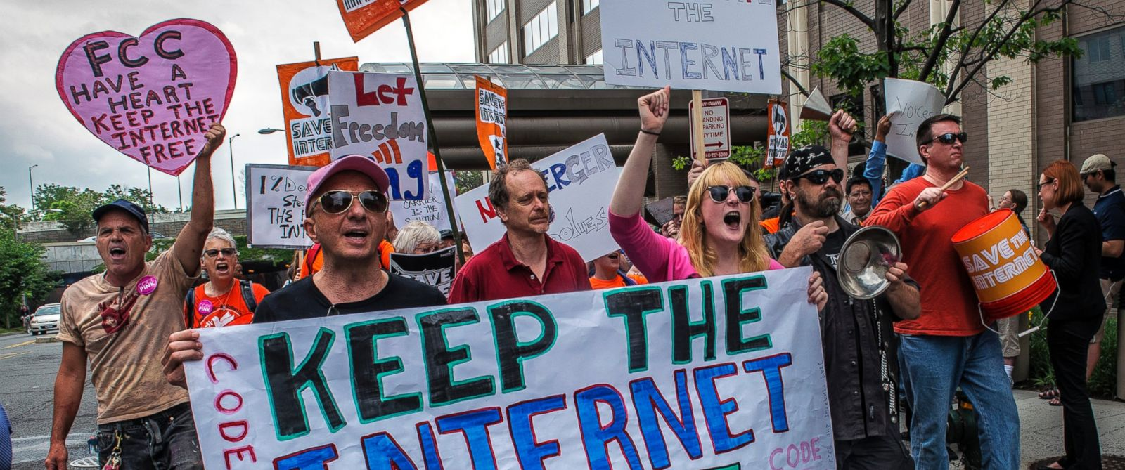 PHOTO: Protesters march past the FCC headquarters before the Commission meeting on net neutrality proposal on May, 15, 2014 in Washington.