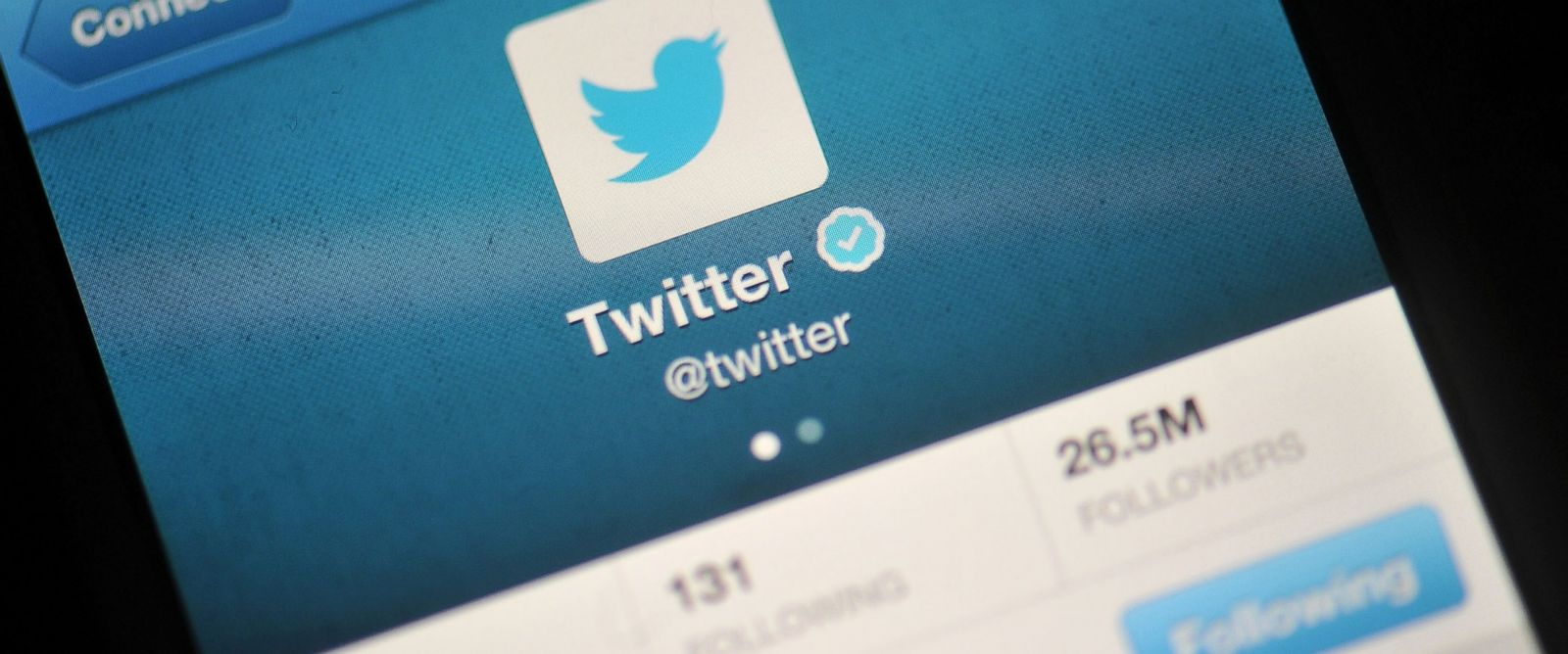 PHOTO: The Twitter logo is displayed in a photo illustration on a mobile device, Nov. 7, 2013 in London.