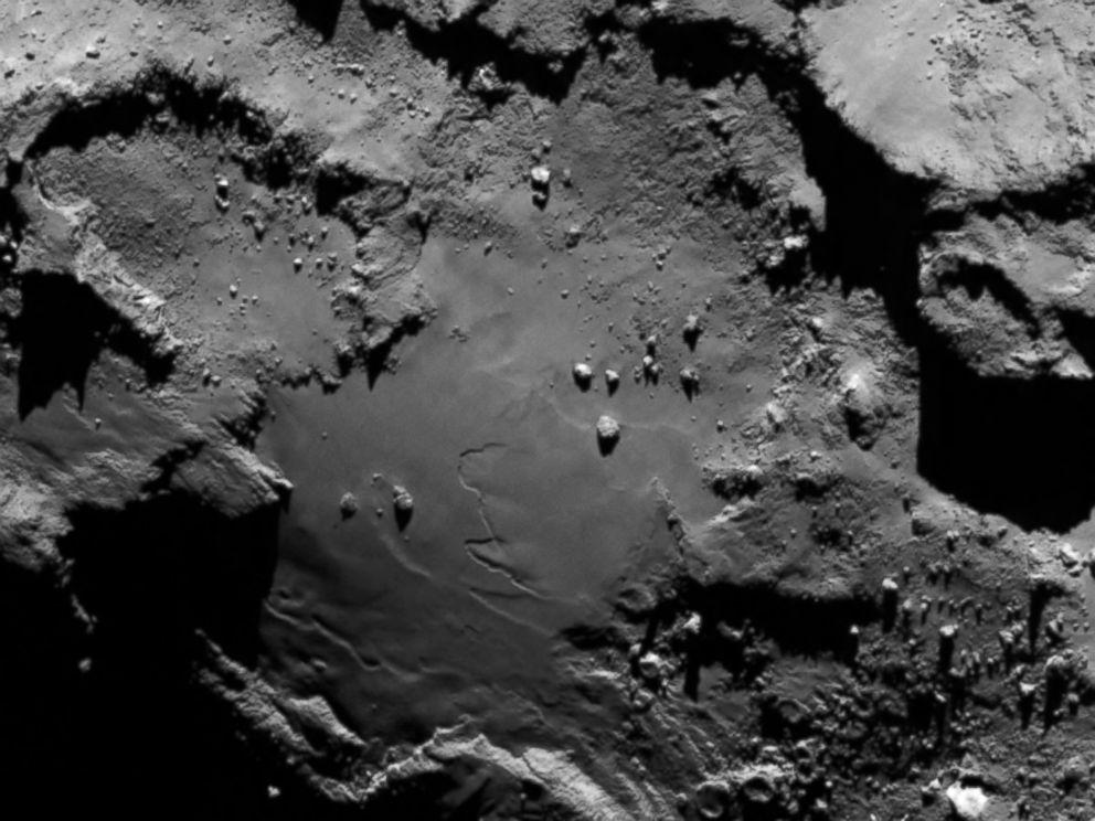PHOTO: Comet details.