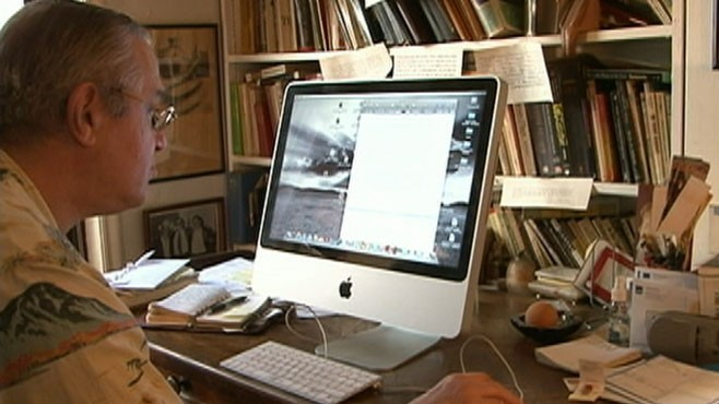 VIDEO: Aspiring writers bypass print for online success