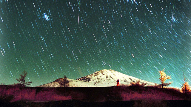 PHOTO: Leonid meteors are seen streaking across the sky over snow-capped Mount Fuji, Japans highest mountain, Nov. 19, 2001, in this 7-minute exposure photo.