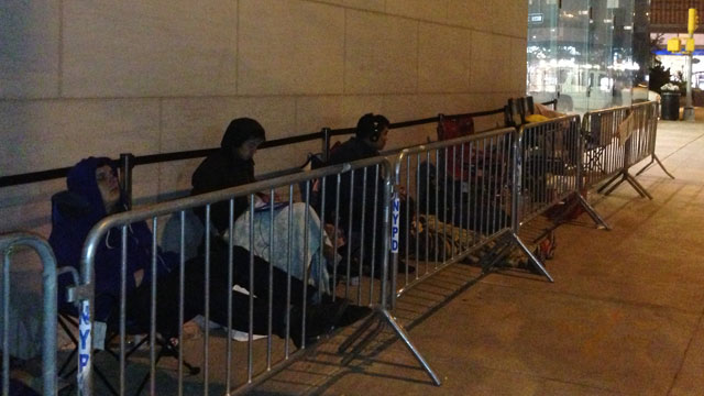 PHOTO: A line forms in front of the Upper West Side Apple Store in New York City before the iPhone 5 goes on sale Friday, September 21, 2012.