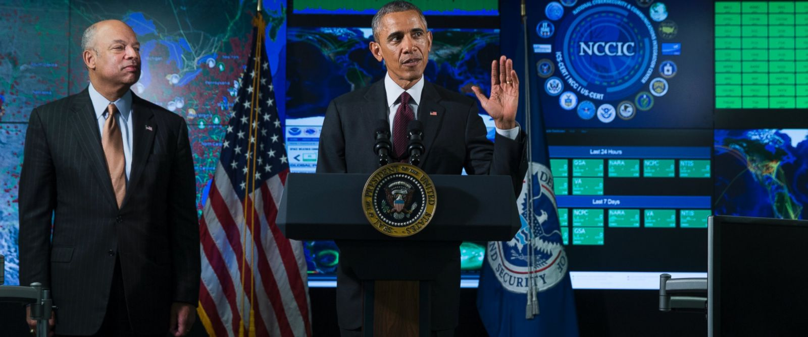 PHOTO: Homeland Security Secretary Jeh Johnson listens at left as President Barack Obama speaks at the National Cybersecurity and Communications Integration Center in Arlington, Va., Jan. 13, 2015. Ob
