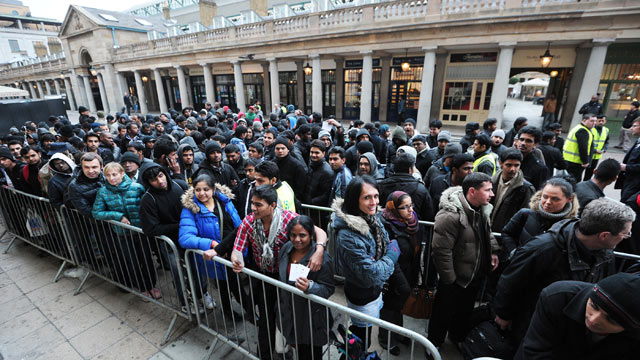 PHOTO: Customers queue to buy the new iPad outside an Apple store in central London, March 16, 2012, on the first day of its release.