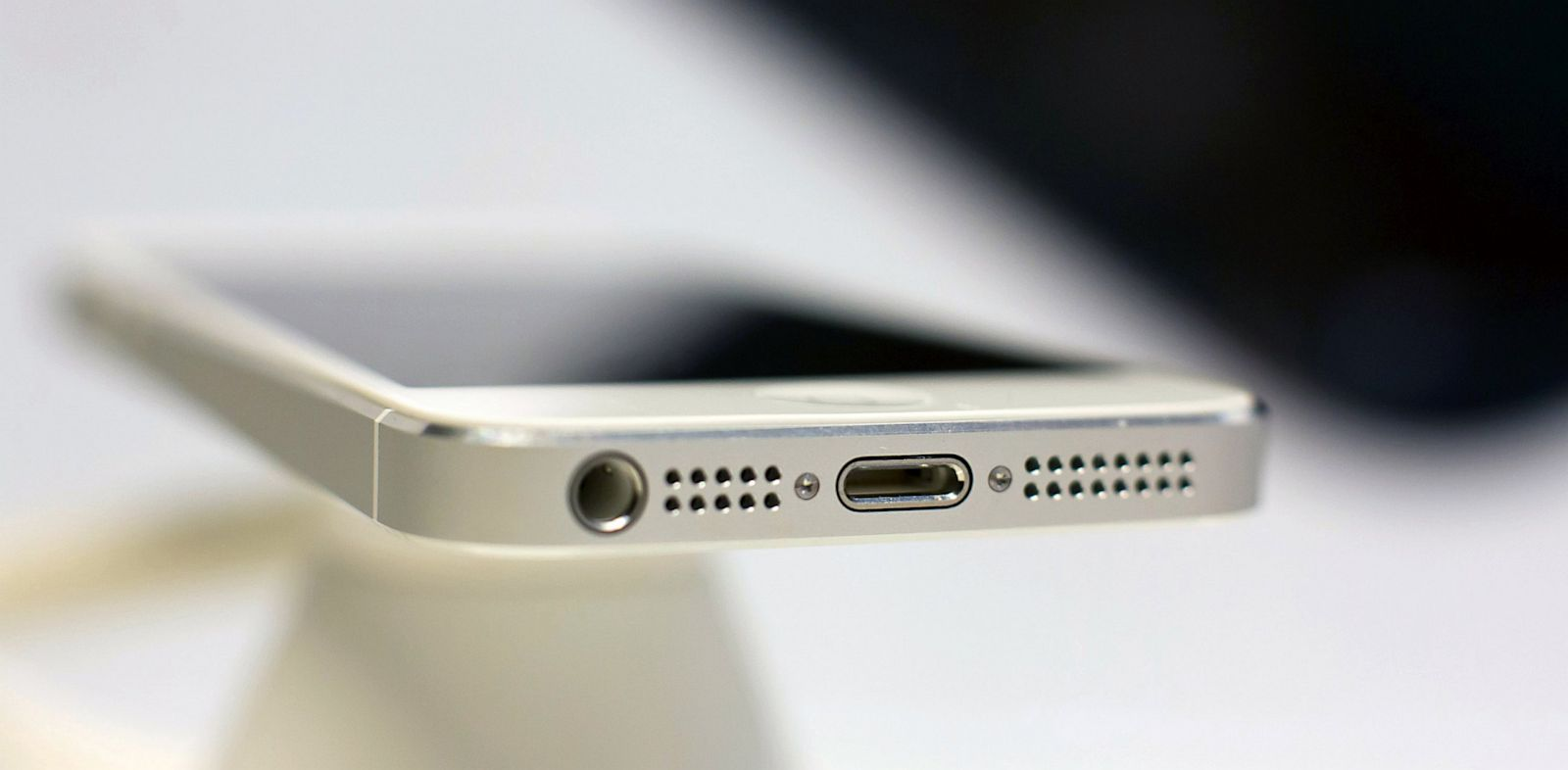 PHOTO: iPhone 5 lightning connector