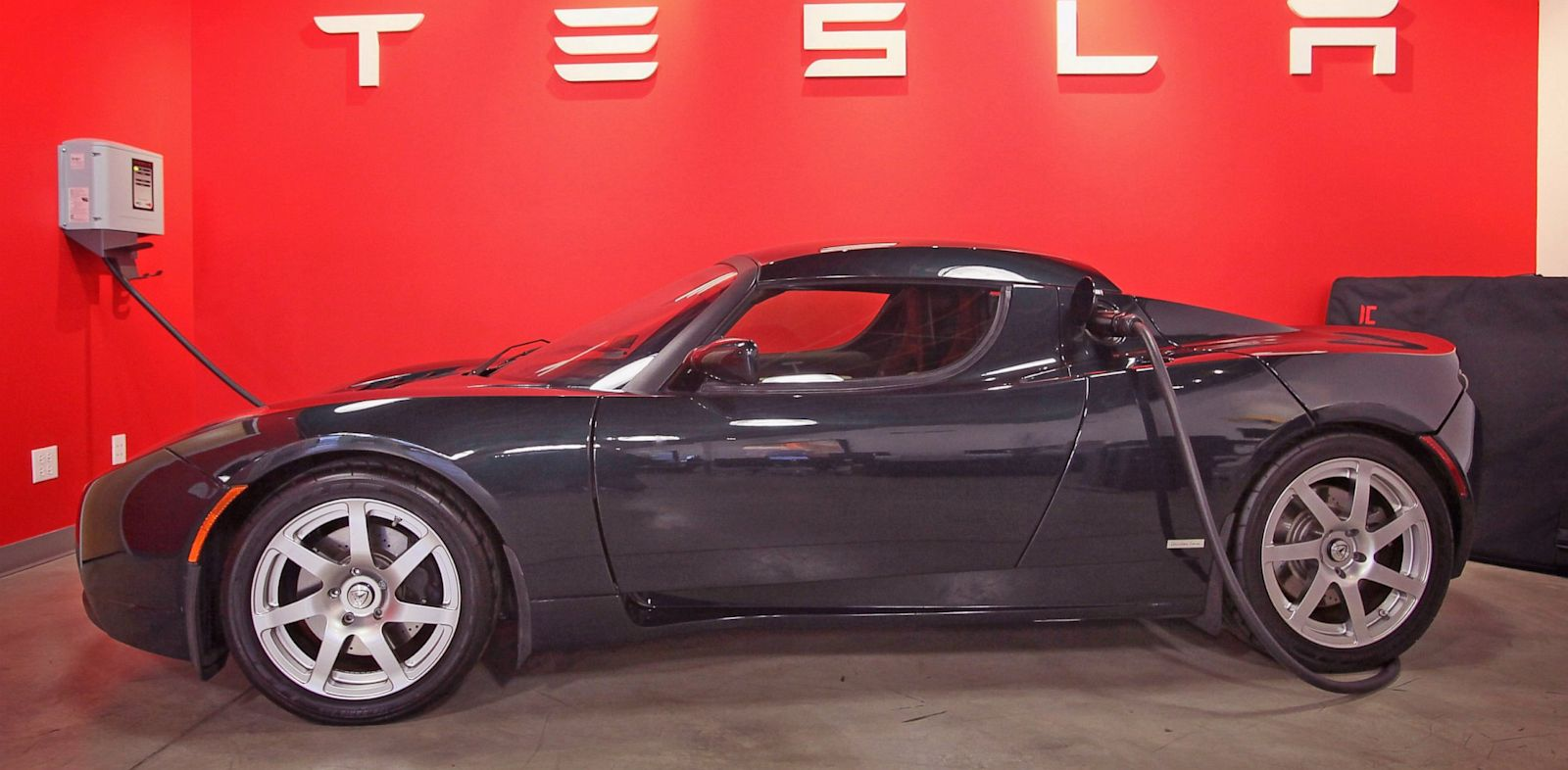 PHOTO: A Tesla Roadster Sport