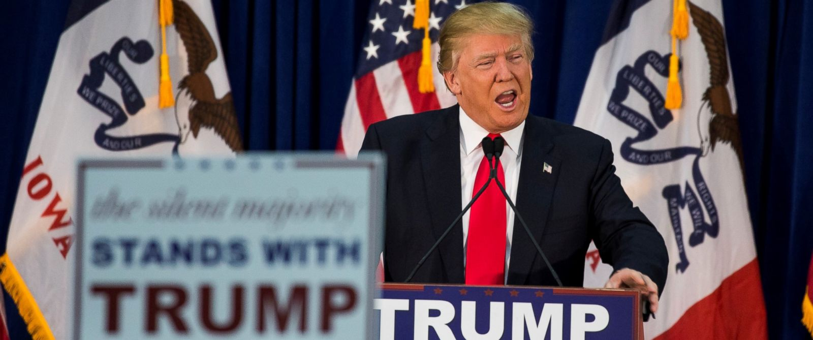 PHOTO: Republican presidential candidate Donald Trump speaks during a campaign rally in Waterloo, Iowa, Feb. 1, 2016.