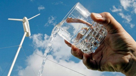 ht eole water jt 120826 wblog Changing Cities: A Wind Turbine That Creates Fresh Water Out of Thin Air