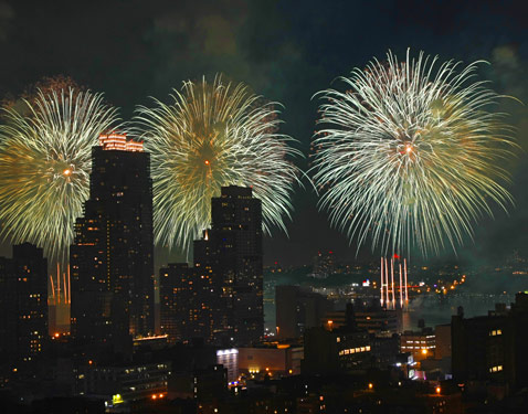 ht new york fireworks 3 ll 120703 wblog How to Photograph Fireworks: Tips for Capturing Some Great Memories