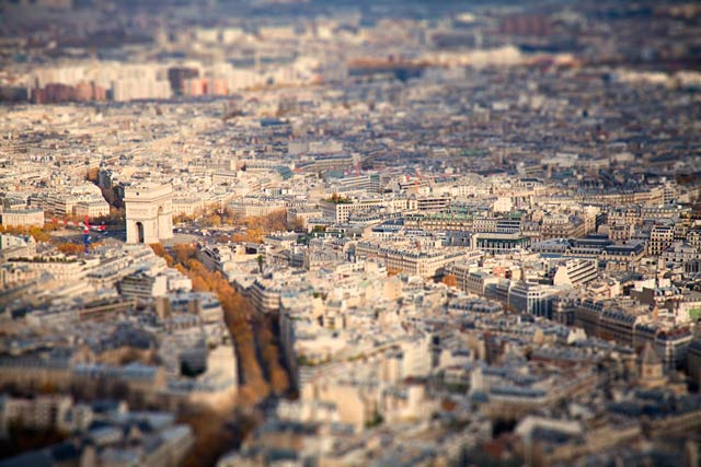 ht paris arc ll 120211 wblog CityShrinker: Metropolises in Miniature