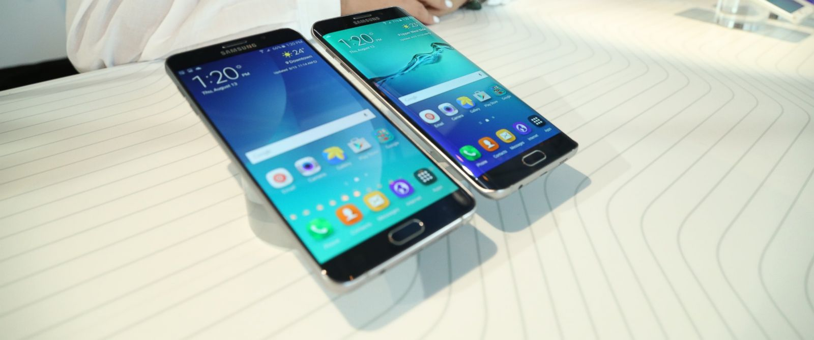 PHOTO: The Samsung Galaxy Note5 and S6 Edge+ phones on display in New York City.