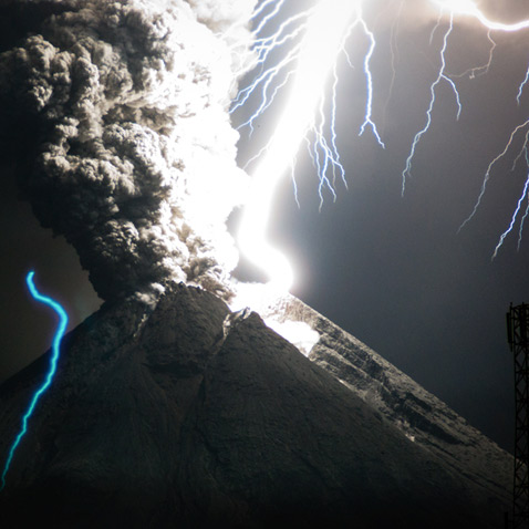 ht volcano lightning studied mount merapi 2 ll 120613 wblog Electrical Eruptions: Volcano Lightning