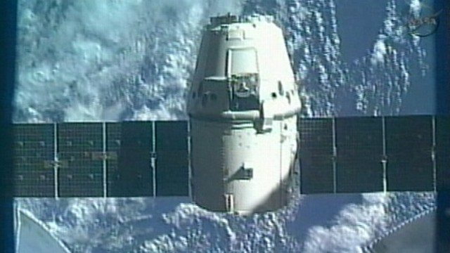 VIDEO: First commercial spacecraft splashes down safely in the Pacific Ocean.