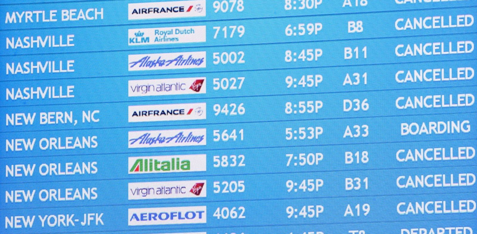PHOTO: Delta Air Lines cancelled hundreds of flights and Southwest Airlines suspended most operations into and out of Hartsfield-Jackson International Airport, Feb. 11, 2014, in Atlanta.