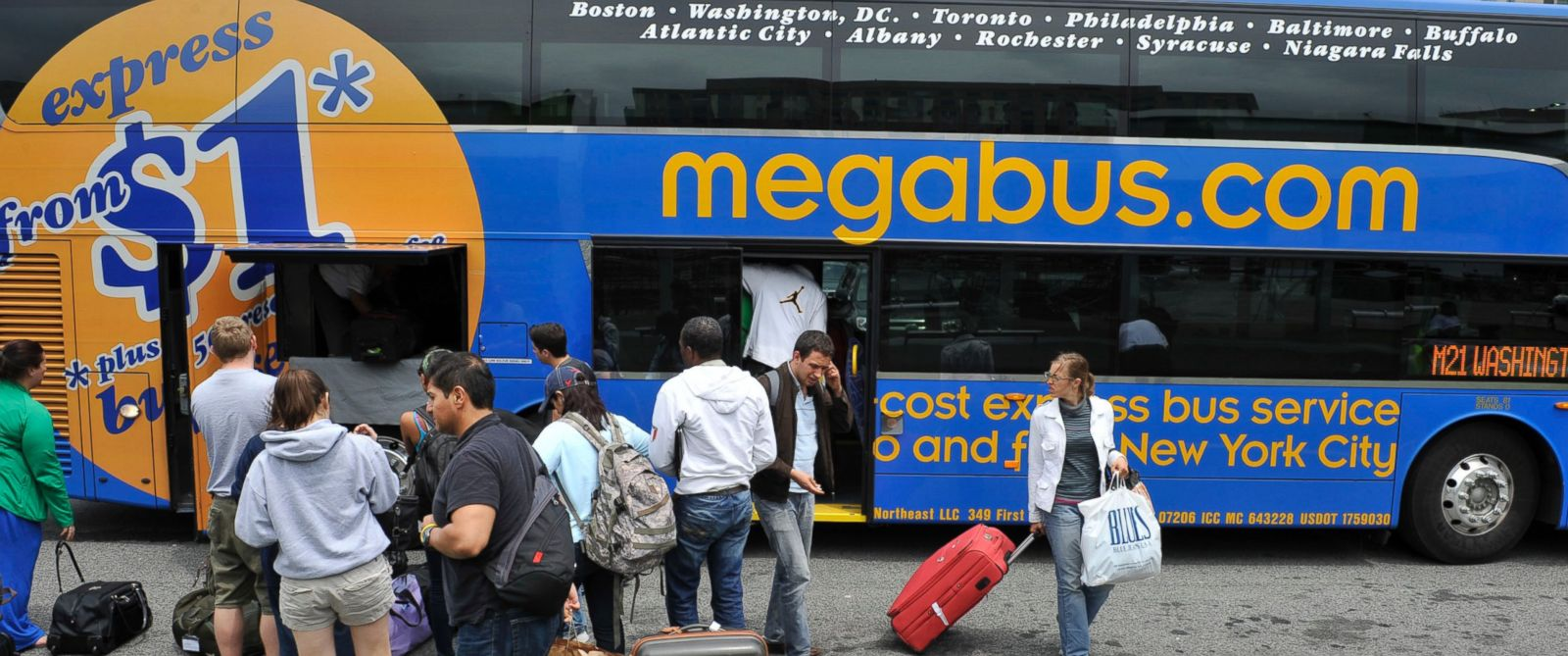 PHOTO: Passengers board a Megabus to New York in Washington, D.C., U.S., in this June 11, 2009, file photo.