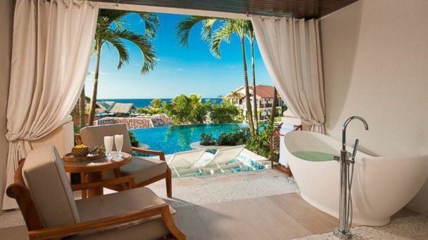 PHOTO: Easy Elopements and Swim-up Suites for Honeymooners -- Grenada