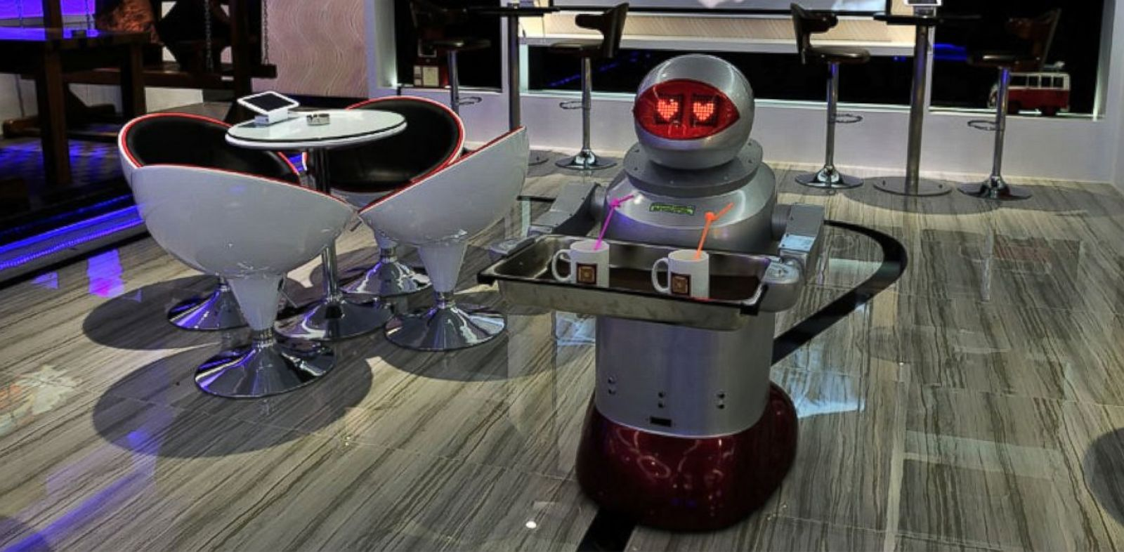 PHOTO: A space-themed hotel in Shenzhen, China is almost entirely run by robots.