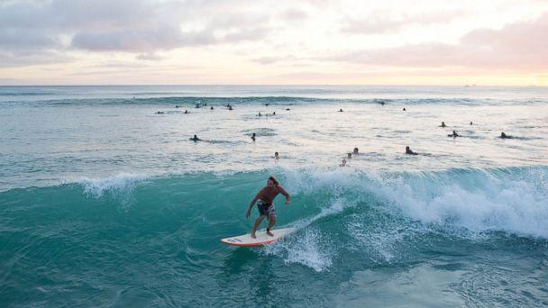 Surfing Pipeline, Oahu