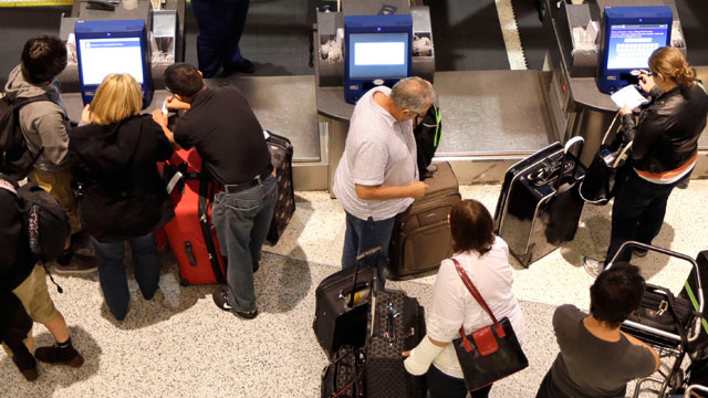 PHOTO: Airline passengers check-in at George Bush Intercontinental Airport, Nov. 20, 2012, in Houston.