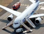 PHOTO: An All Nippon Airways flight sits at Takamatsu airport in Takamatsu, western Japan after it made an emergency landing, Jan. 16, 2013.