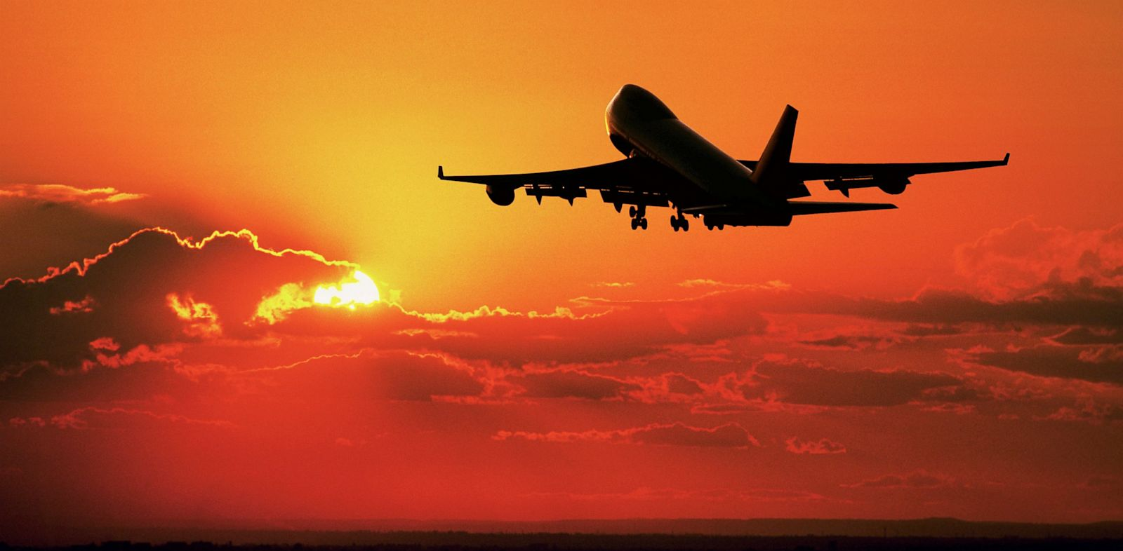PHOTO: Airliner flying at sunset