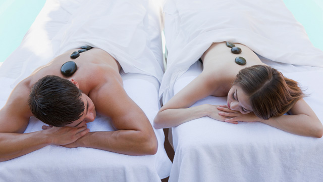 PHOTO: Couples massage