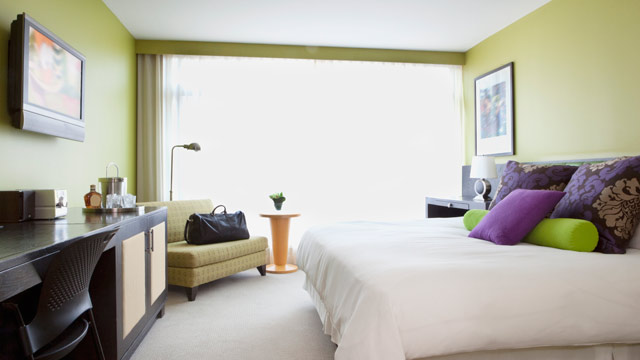 PHOTO: In the wake of Superstorm Sandy, a website matches cancelled marathon hotel rooms with those in need.
